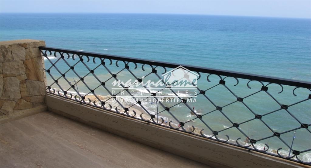 Appartement à Fnideq avec vue sur mer.